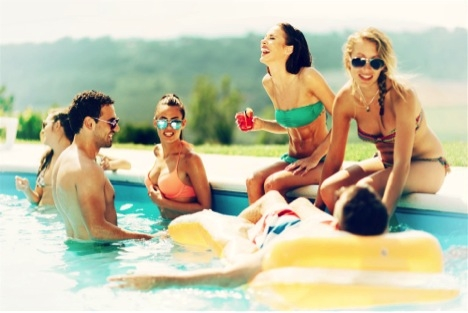 couples in pool drinking